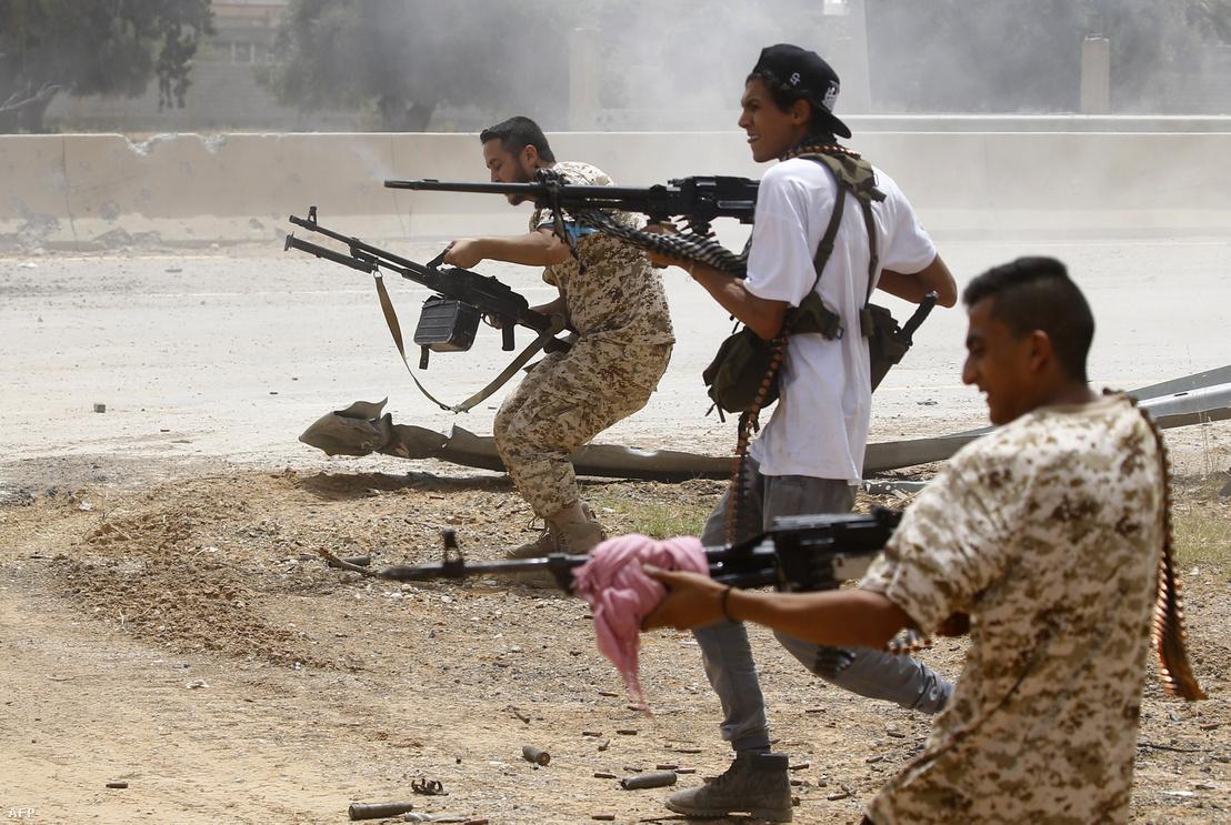 A GNA harcosai a Halifa Haftár ellen folytatott küzdelem során 2019. június 13-án.