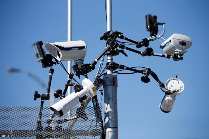 Egy kanadai cég, a 1Valet arcszkenneléssel segíti megakadályozni az illetéktelenek behatolását az épületekbe, kérésre a rendőrségnek is átadják a felvételeket. A magáncégek által használt arcfelismerő rendszerek nem szabályozottak Kanadában.