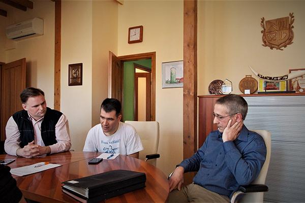 dr. Göbl Richárd (jobbra) polgármester, Forián-Szabó Gergely (középen) alpolgármester, dr. Deák Ferenc jegyző és Péterffy Gábor kabinetvezető március 14-én egyeztettek a koronavírus-járvány miatti iskola bezárásokról.