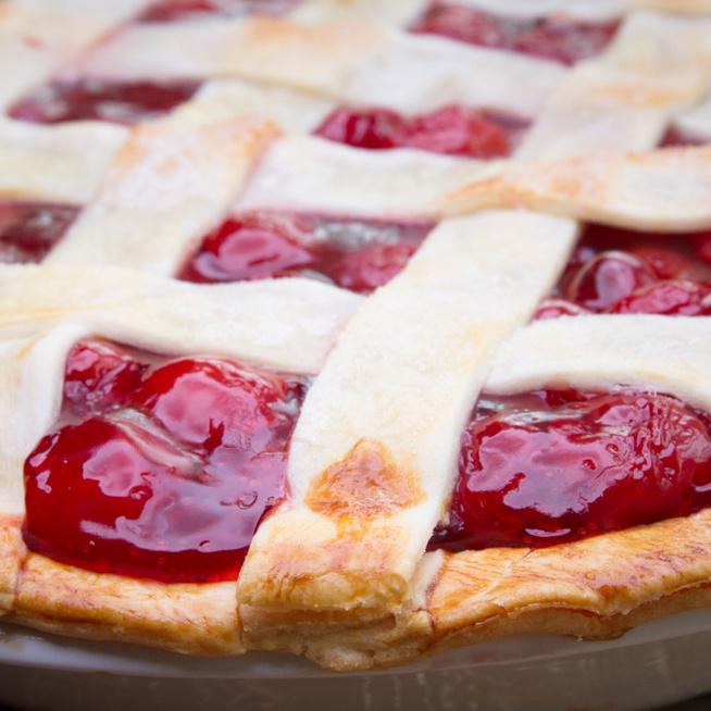 Hagyományos, rácsos cseresznyés pite: így nem ázik el a tészta