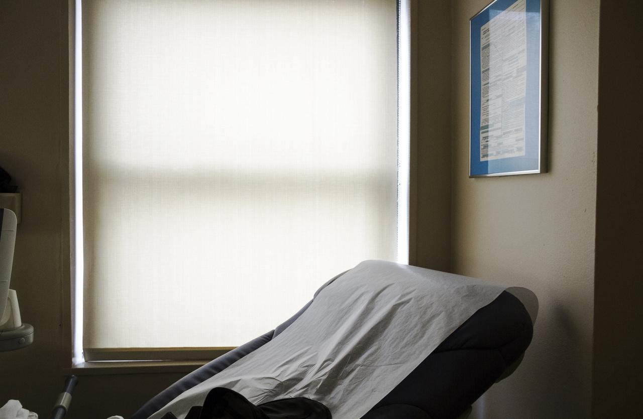Mintha az endometriózis nem okozna elég szenvedést önmagában, a betegeknek jellemzően hosszú évekig kell orvostól orvosig, rendelőlőtől rendelőig vándorolniuk, kellemetlen és olykor fájdalmas vizsgálatokon átesniük, mire kiderül, mi a bajuk. Wilemannak 12 évébe telt a diagnózis megszerzése. Az Egyesült Államokban amúgy 7-10 év az átlag. Magyarországon ehhez képest még viszonylag szerencsésnek mondható, hogy - ahogy a Semmelweis Egyetem egyik szakértőjétől lehetett olvasni - átlagban kevesebb mint 4 év telik el a tünetek megjelenése és a kórkép felismerése között.