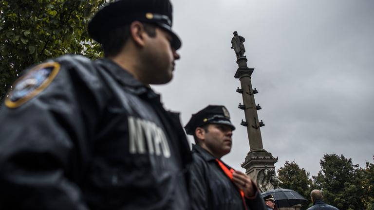 Az év, amikor a népirtó Kolumbuszt és a rasszista Churchillt meglincselik