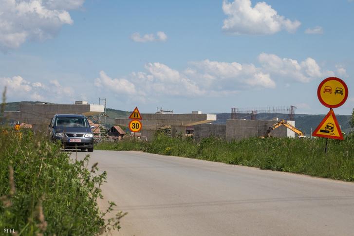 Az épülő A3-as autópálya észak-erdélyi szakasza Kerelőszentpál közelében Kolozsvár és Marosvásárhely között 2017. május 22-én.