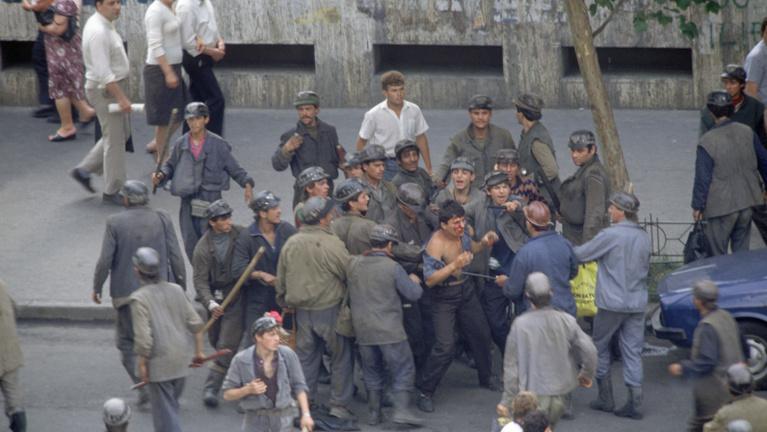 Amikor tízezer dühös bányászt eresztettek Bukarestre