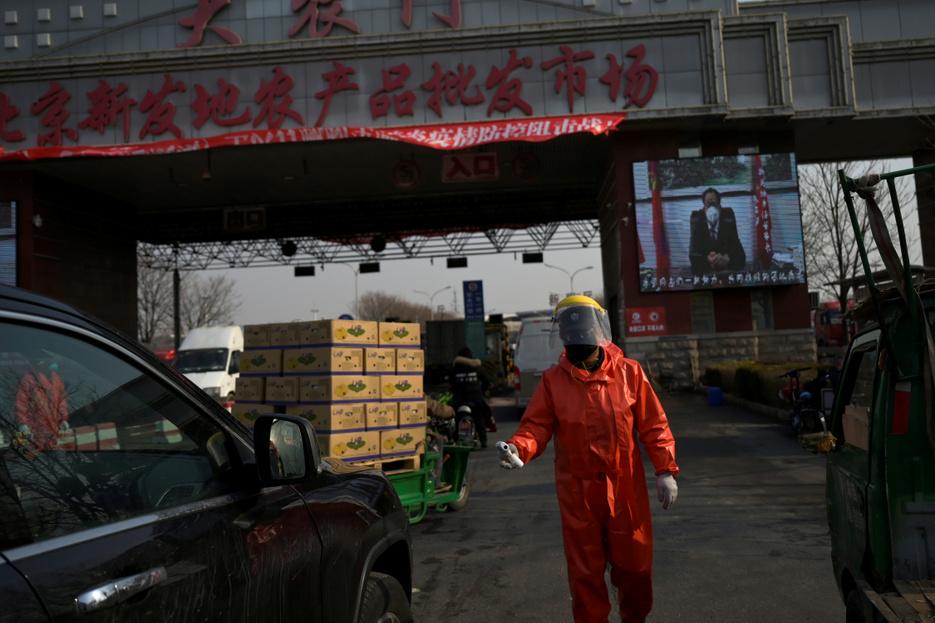 Lezártak egy pekingi negyedet a koronavírus miatt