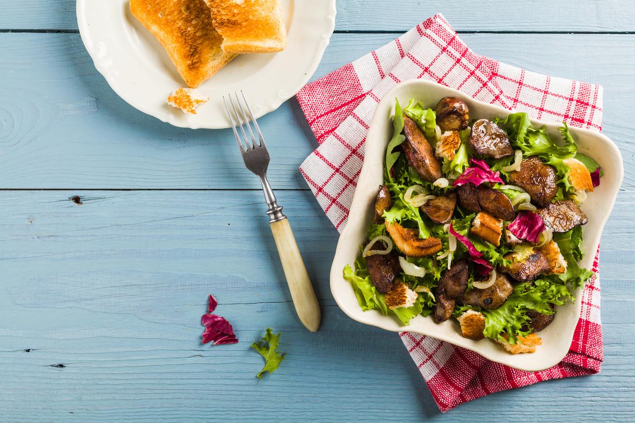 csirkemaj-salataval