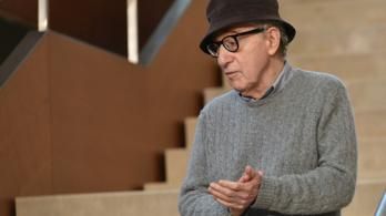 Amerikában botrány lett belőle, de Magyarországon is megjelenik Woody Allen önéletrajza
