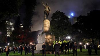Megrongálták Cook kapitány szobrát, letartóztatták őket