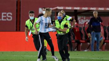 Kiakadtak a zárt kapus spanyol meccsre belógó, szelfizgető szurkoló miatt