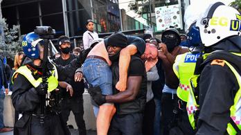Színes bőrű demonstráló mentett véresre vert szélsőjobbost Londonban