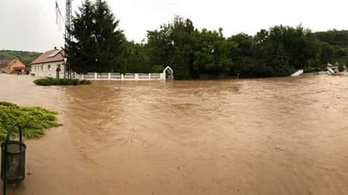 Több településen elöntötte a patak az utcákat