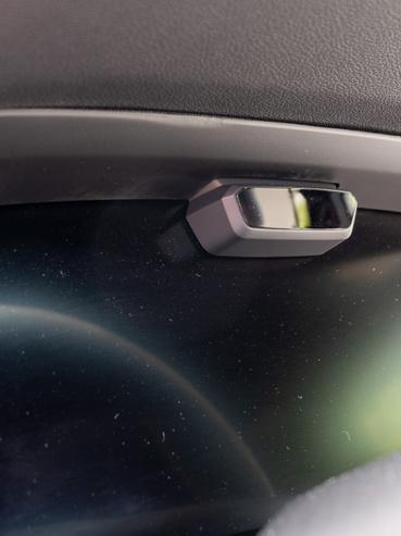 Itt talán jobban látszik a kis infravörös kamera - ilyet egyébként a Lexus LS430-ban már a kétezres évek elején láttunk