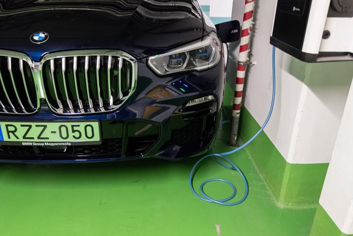 Falmelléki. A töltési teljesítmény alig több 3 kW-nál