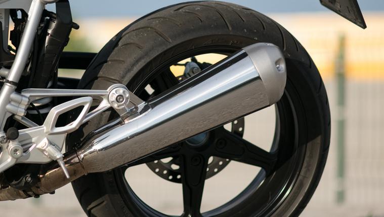 Gyári kipufogó a BMW R NineT Raceren