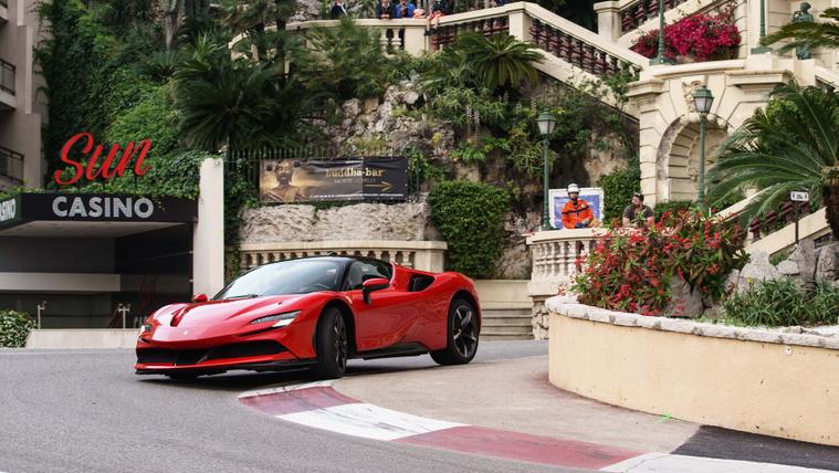 Itt a Ferrari akciófilmje Monacóból