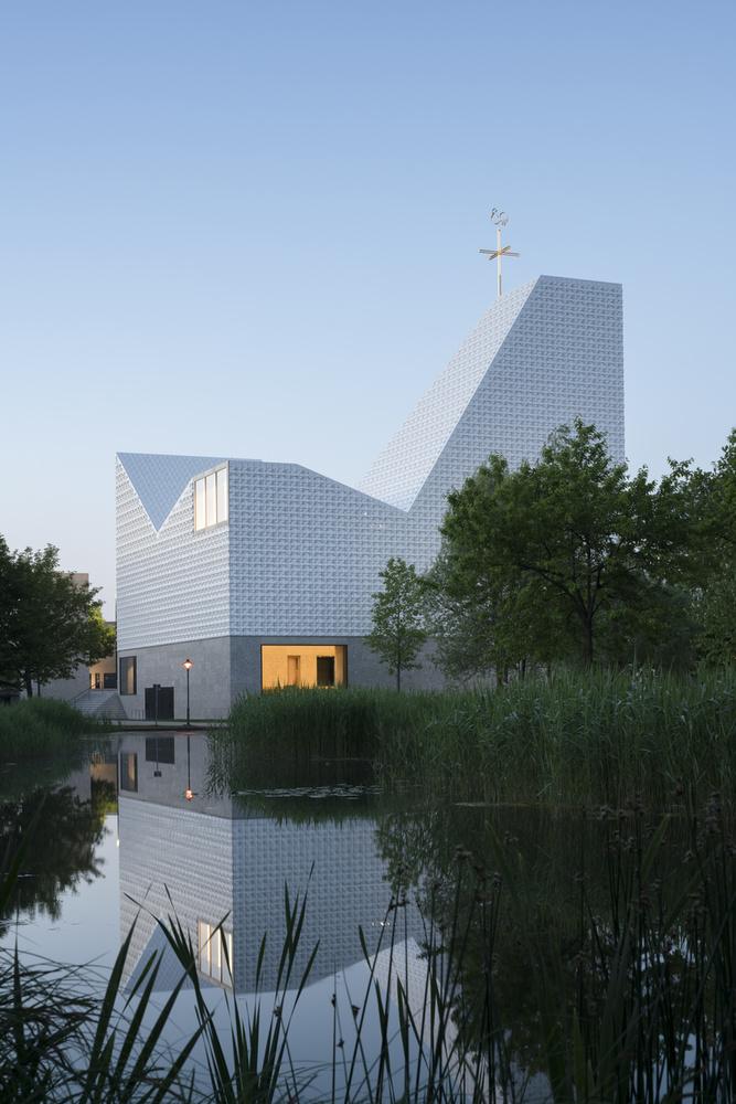 A benevezett épületek nem csak látványosak, némelyikük igazán szemrevaló vagy éppen megdöbbentően innovatív