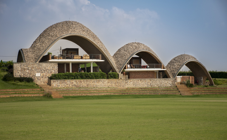 Ilyen például a ruandai krikettstadion...