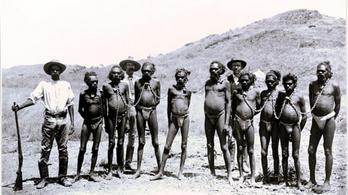 Letiltotta a Facebook a Guardian láncra vert őslakosokat mutató cikkét