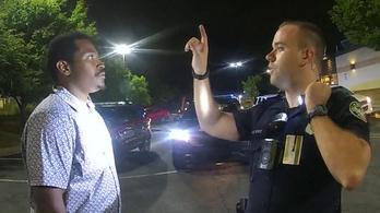 Szándékos emberölésért emeltek vádat a rendőr ellen, aki intézkedés közben agyonlőtt egy fekete férfit Atlantában