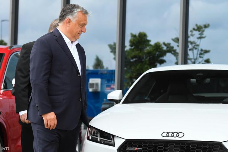 Orbán Viktor miniszterelnök a gyõri Audi-gyárban 2020. június 15-én.