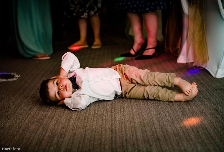 Nem elég, hogy stresszes, de még fárasztó is egy esküvő, főleg, ha a lagzi sokáig tart, ön pedig be akarja bizonyítani, hogy ön a táncparkett ördöge