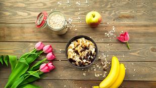 Banán-datolya smoothie-tál: keleti hangulatú és tele van energiával