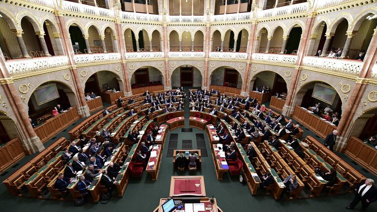 Egy tollvonással 300 milliárdot vett ki a kormány a Gazdaságvédelmi Alapból