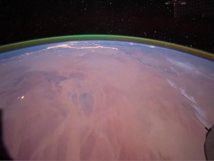 Az ISS-ről megfigyelt földi légkörfény