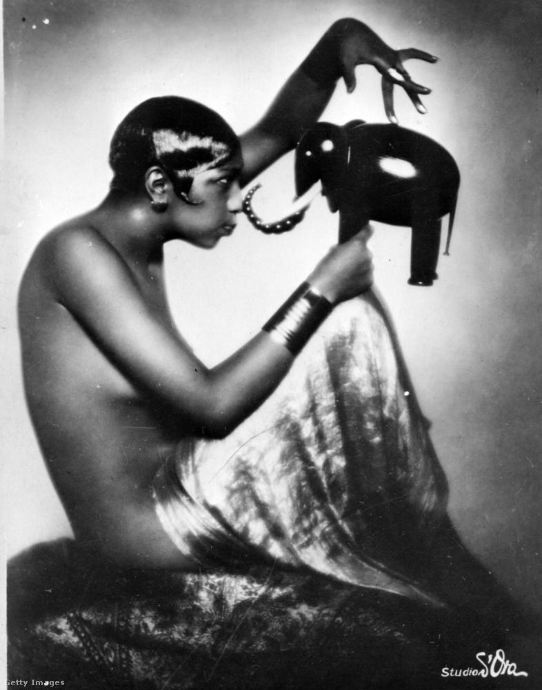 Ő Josephine Baker: Amerikában született, de Franciaországban aratta legnagyobb sikereit táncosnőként és színésznőként a húszas évek közepétől kezdve