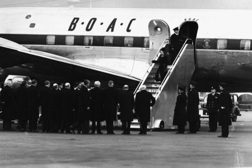 II. Erzsébet hazatérése Nagy-Britanniába 1952-ben, miután édesapja, VI. György király elhunyt.