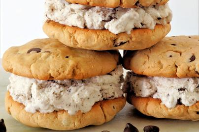 Hűsítő jégkrémszendvics krémsajttal és csokival: tökéletes nyári desszert