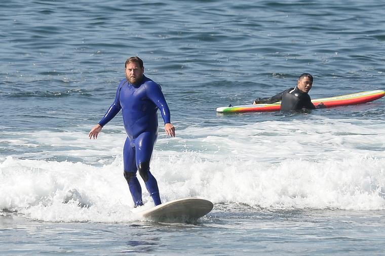 Kíváncsian várjuk, hogyan alakulnak majd a színész szörfleckéi, és kitart-e majd az új hobbi mellett