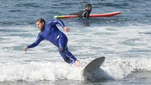 Jonah Hillt rendesen elmosták a hullámok