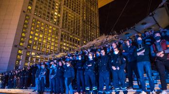 Tiltakoztak a rendőrök, ezért mégsem tiltják be a fojtófogást Franciaországban