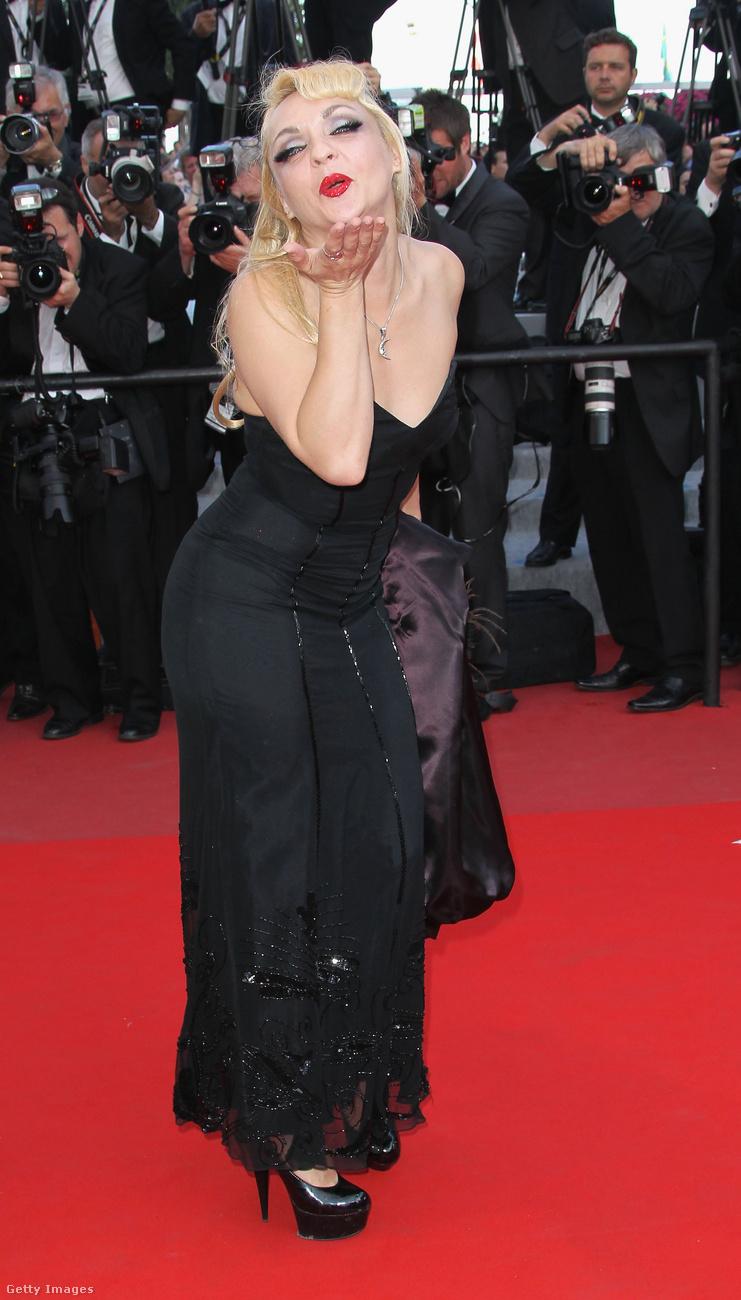 Vannak női hírességek azonban, akiknek nem kenyere a szégyenkezés