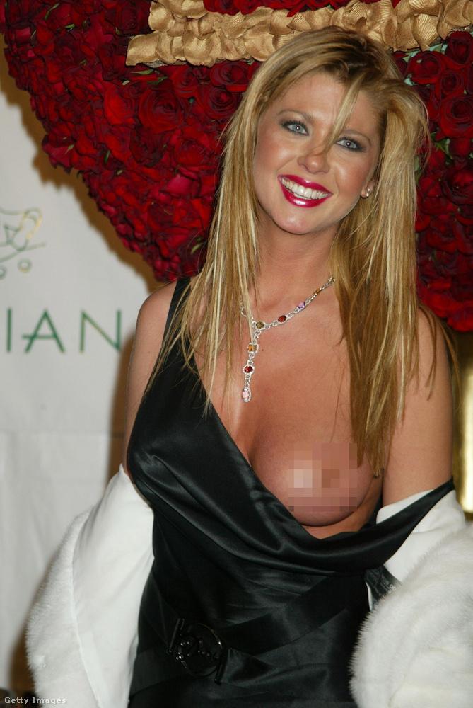 Ugyanebben az évben volt, hogy Tara Reid válláról P Diddy születésnapi buliján lecsúszott a ruha, így láthatóvá vált az egyik melle