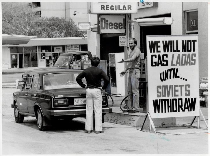 Richard Brennan újságíró és Nick Shepherd elhíresült vitája a Kingston Roadi benzinkúton, 1980-ban