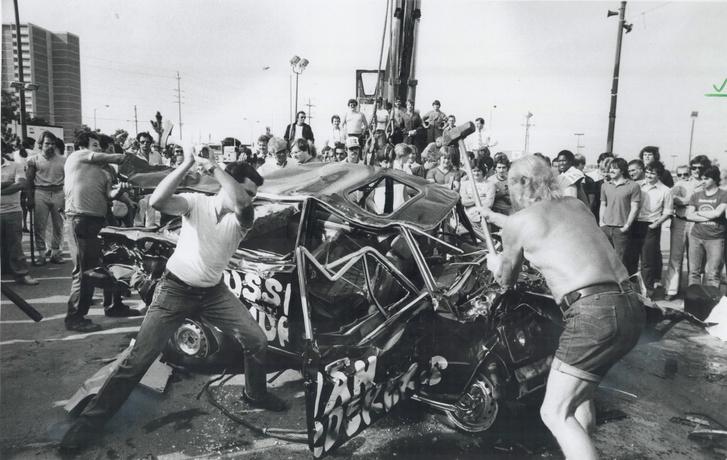 A Korean Air Lines 007-es járatának szovjet lelövése újabb demonstrációkat szült. A 269 áldozattal járó támadás okozta feszültséget több scarborough-i demonstráló Ladák szétverésén vezette le.