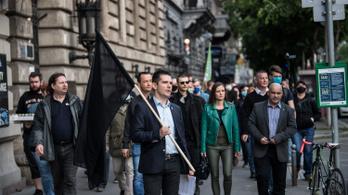 A Mi Hazánk két képviselője ellen indított eljárást a rendőrség az ORÖ székházához szervezett demonstrációjuk miatt