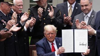 Trump aláírta a rendőri reformról szóló elnöki rendeletet