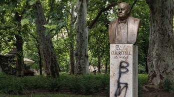 Megrongálták Churchill budapesti szobrát is