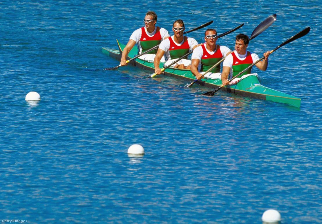 A csapat a vízen a az Olimpián 2000-ben