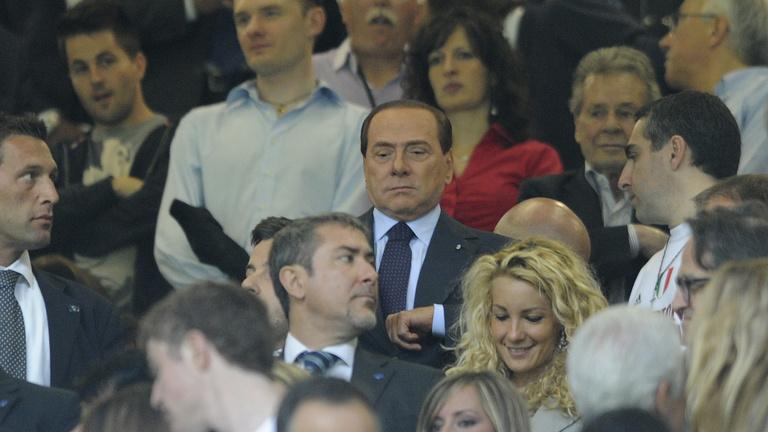 Berlusconinak még mindig a foci = hatalom