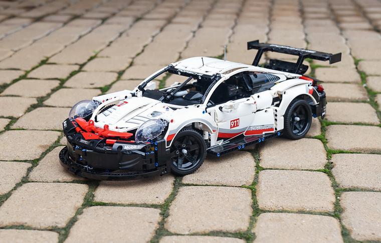 A Porsche 911 RSR GTE 2019
