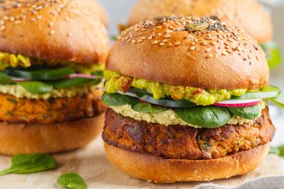 Húszperces fűszeres hamburger édeskrumpli-pogácsával – Hús nélkül is isteni