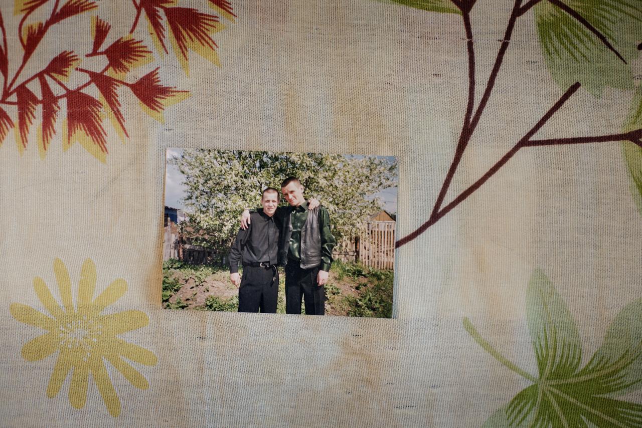 A megörökített fotón Pavel és testvére, Alekszej látható, mindketten aktív használók voltak évekig. Pavel egyike a kevés túlélőnek, testvére viszont egy évvel Satolli visszatérése előtt belehalt a krokodil fogyasztásába.