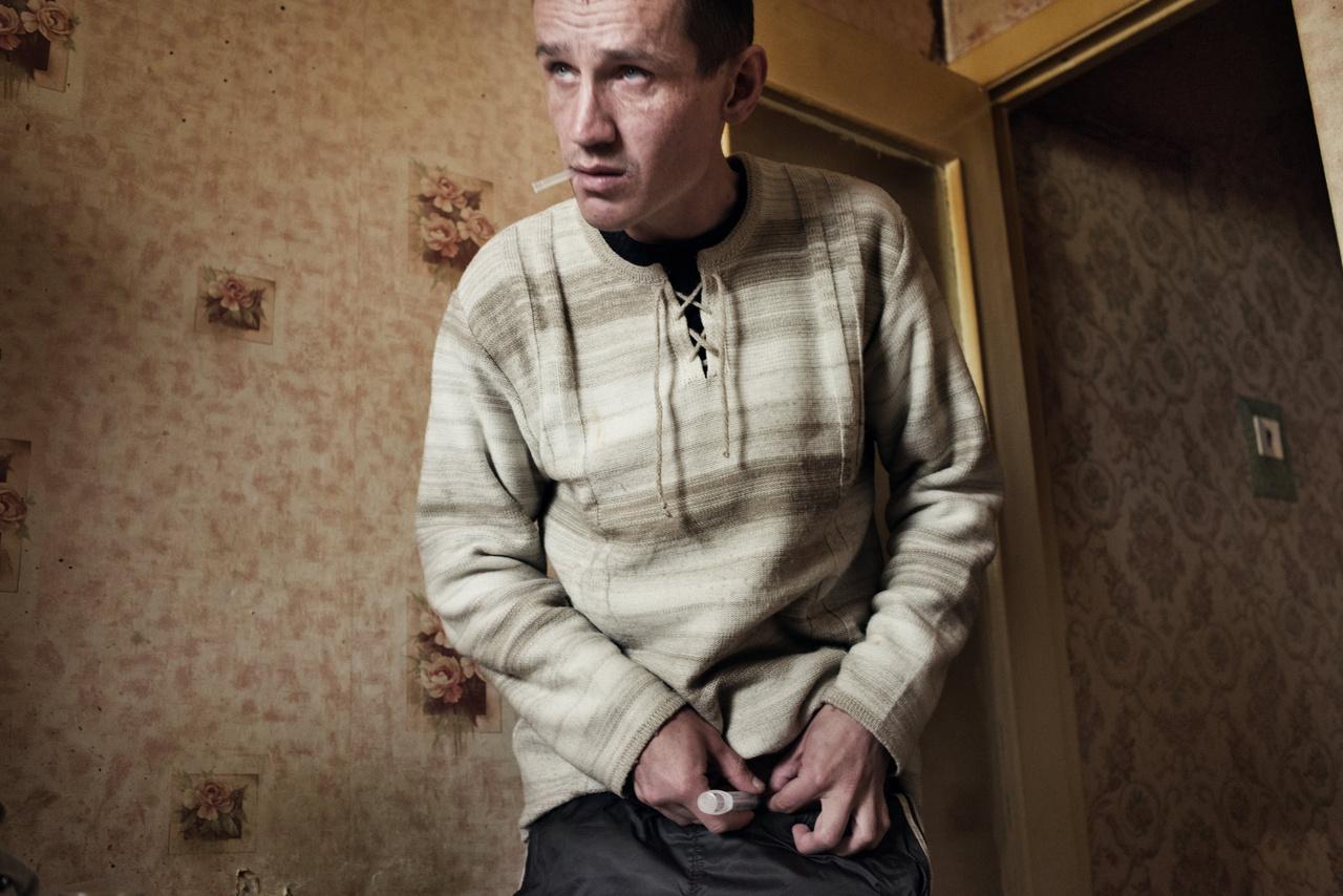 Becslések szerint 2011-ben egymillió orosz használt krokodilt, abban az évben 65 millió dózisnak megfelelő szert foglaltak le az országban. Oroszországon kívül Ukrajnában, Grúziában, Kazahsztánban, Németországban és Norvégiában is találkoztak krokodilhasználattal. 2012-ben betiltották Oroszországban a krokodil egyik komponensének számító kodein gyógyszertári forgalmazását, ami megtörte a drog járványszerű terjedését. Satolli szerint a tiltás ellenére a fekete piacon továbbra is elérhető maradt az anyag.