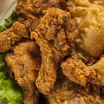 Nagyon fűszeres bundában sült csirkecomb – A panír jó ropogós lesz