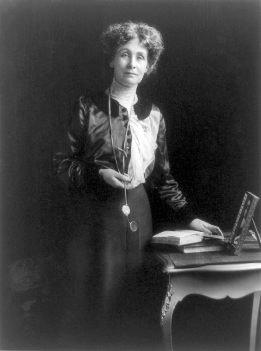 Emmeline Pankhurst (1858-1928) az angol szüfrazsettmozgalmak egyik vezető alakja volt. Nagyban hozzájárult ahhoz, hogy a nők választójogot kapjanak, illetve 1903-ban megalapította a Women's Social and Political Union nevű radikális nőmozgalmat. Mindezt úgy, hogy közben öt gyermeket nevelt, és férje karrierjét is támogatta.