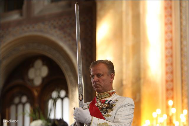 Molnár-Gazsó János a láncnál is fényesebb karddal áll ki a cselszövők ellen